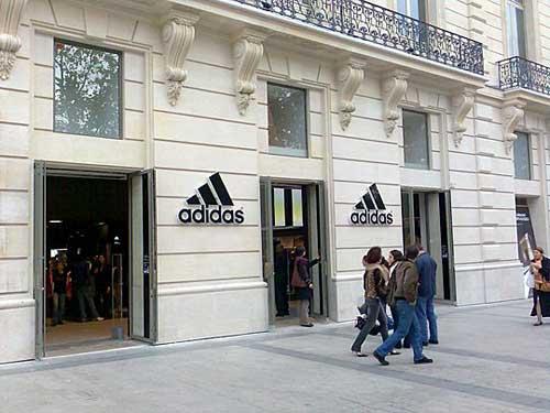 a43cd779c80 Paris  loja de artigos para esporte (2)