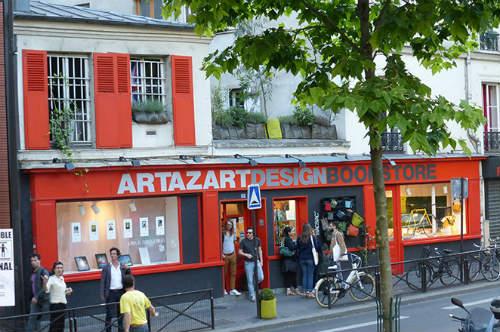 Livraria Artazart às margens do Canal Saint Martin