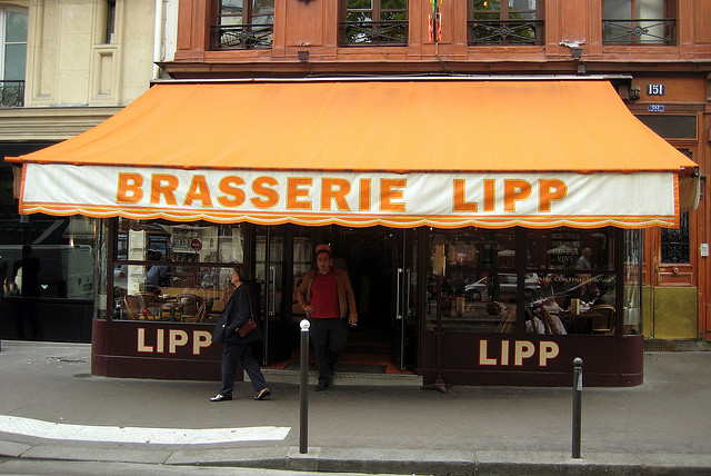 Fachada na Brasserie Lipp, no Blv. Saint Germain.