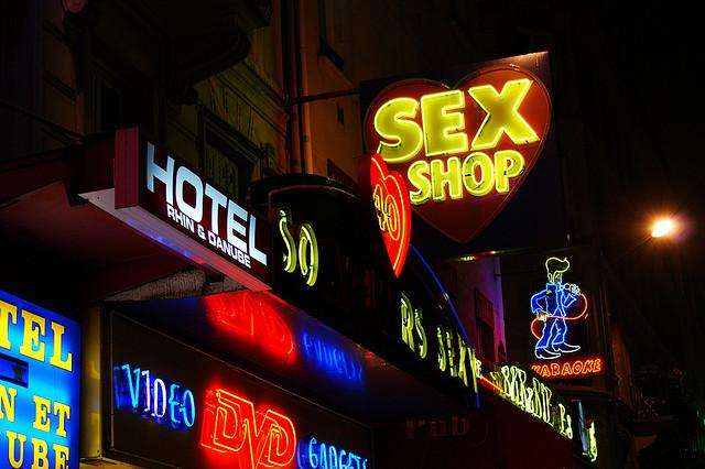 Sexshops em Pigalle, Paris.