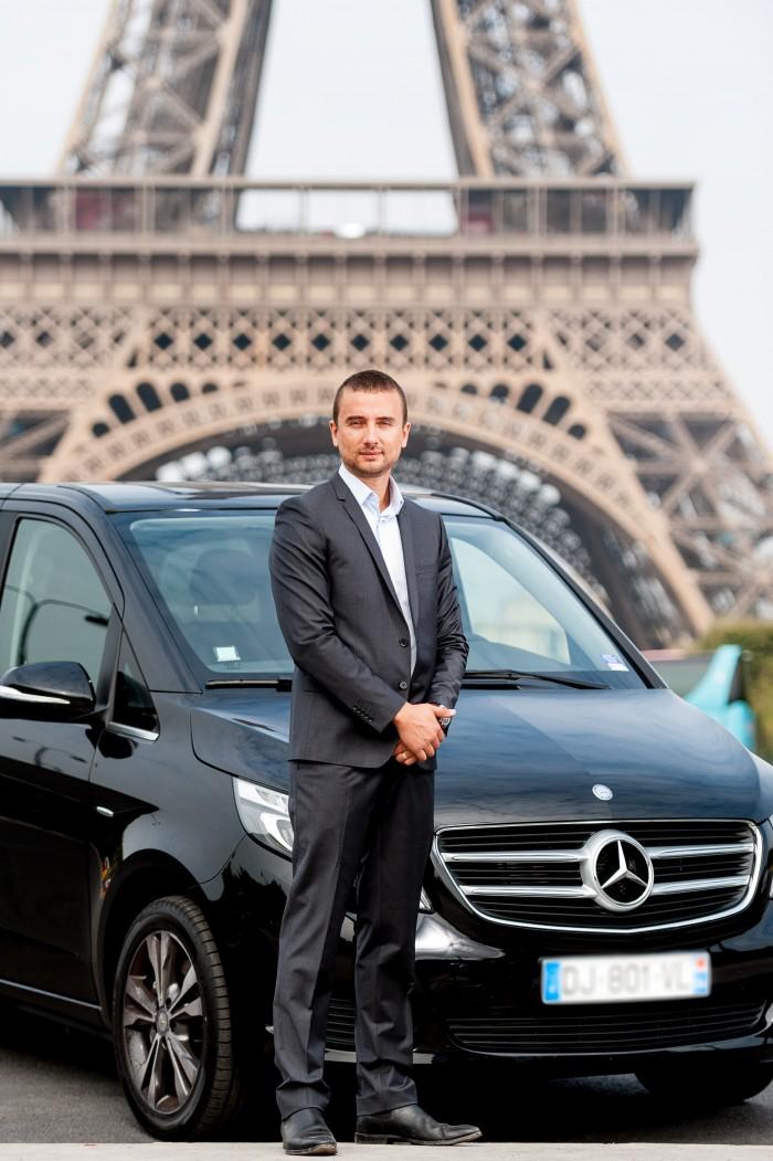 Luiz, sócio e motorista da empresa França Entre Amigos