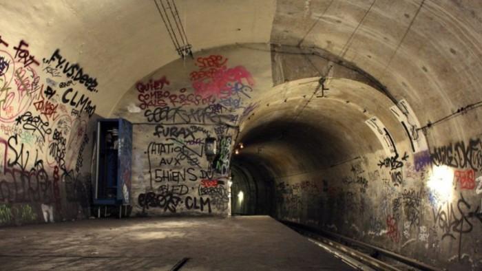 Refúgio noturno e palco para grafiteiros