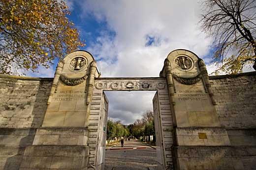 Entrada do cemitério Père Lachaise.