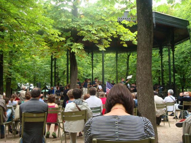 Concerto de música no coreto do Jardin de Luxembourg.