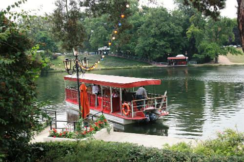 O barquinho (foto retirada do site oficial do restaurante)