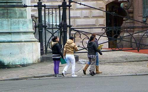 Aumento dos roubos de bolsas e carteiras em Paris
