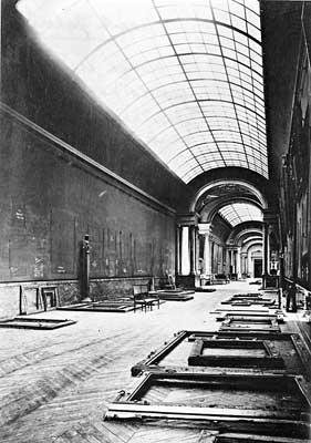 Museu do Louvre vazio durante a segunda guerra mundial
