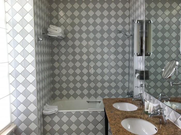 Banheiro hotel castille em paris