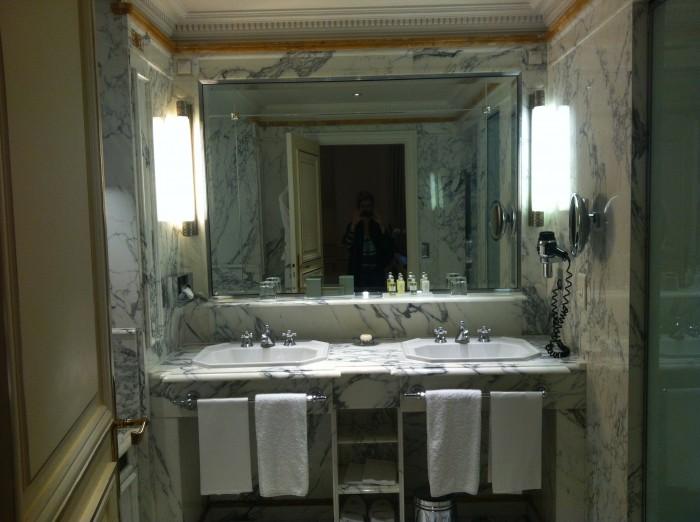 Banheiro do hotel Le Meurice