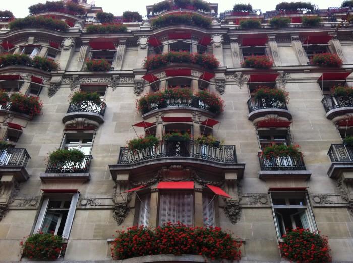 Hotel Plaza Athenée na Avenue Montaigne, em Paris