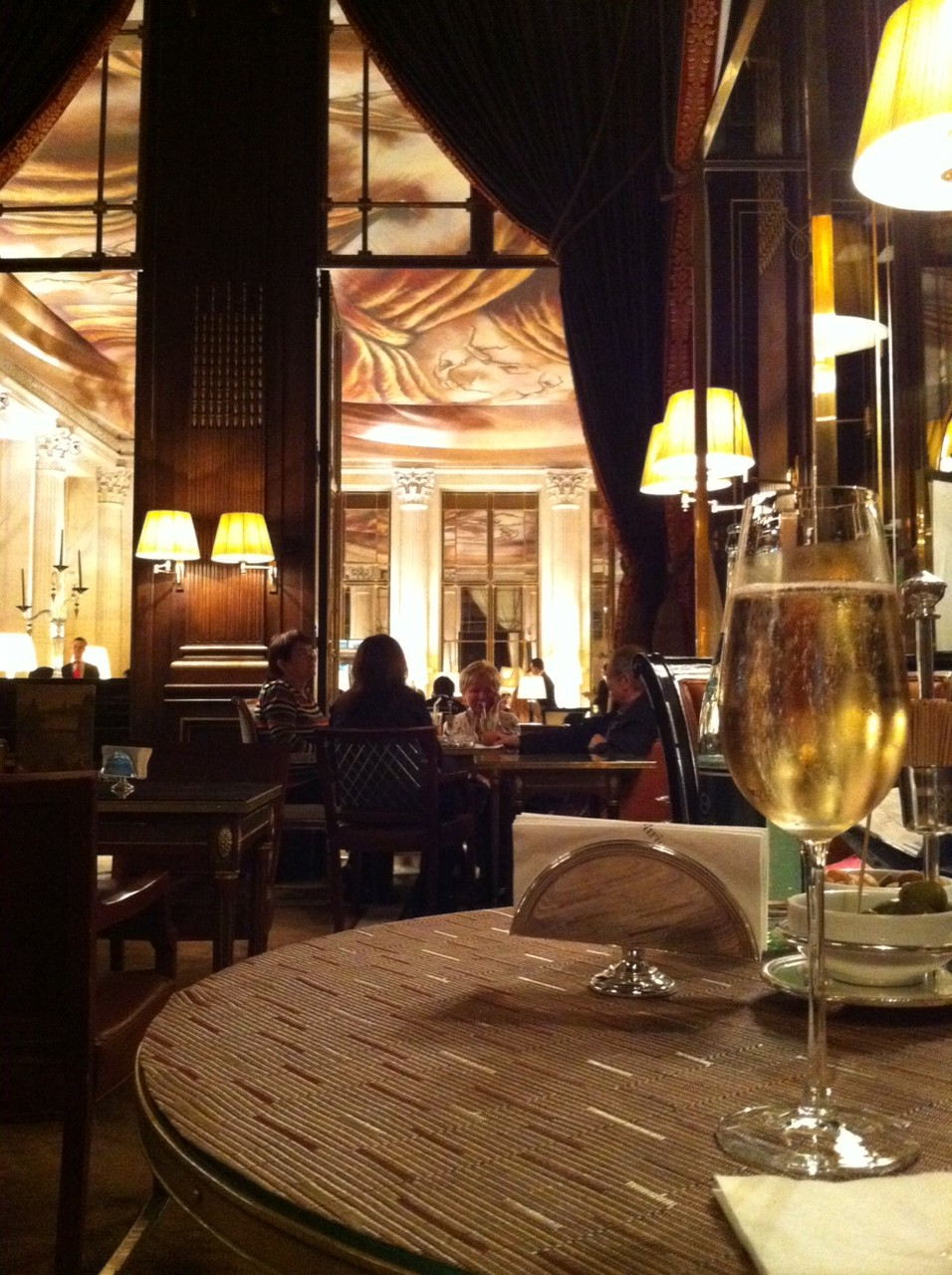 Bar do Hotel Le Meurice, em Paris