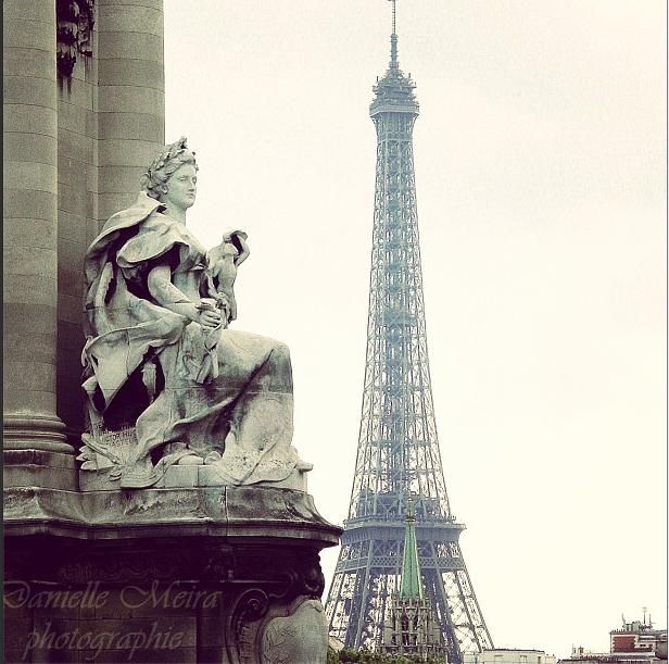 Tempo nublado em Paris