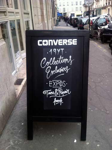 0489b5bfb5 A marca de tênis Converse, conhecida no Brasil pelo modelo 'All Star',  abriu recentemente aqui em Paris sua pop-up store ou boutique éphémère.