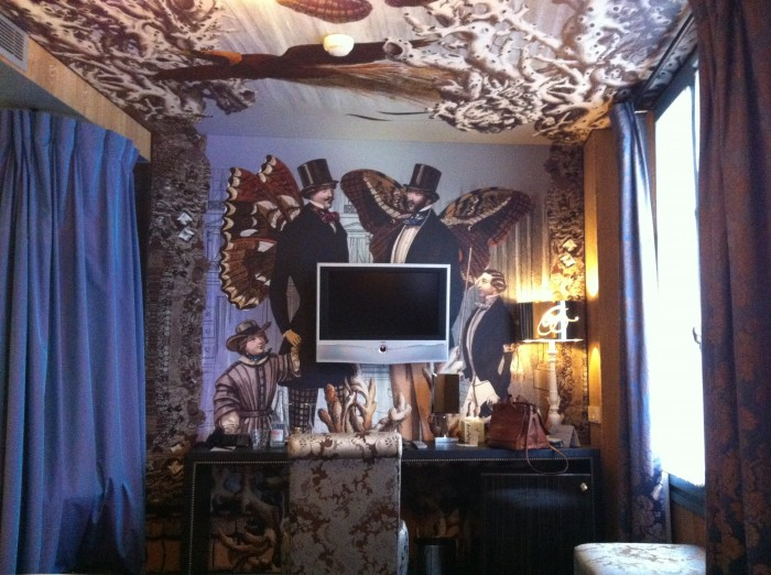 Detalhe do quarto do Hotel Le Bellechasse, em paris