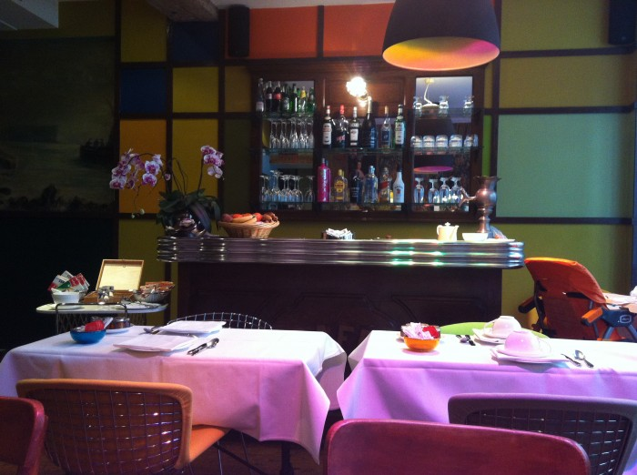 O bar do hotel Le Petit Moulin