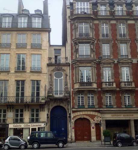 O menor prédio de Paris