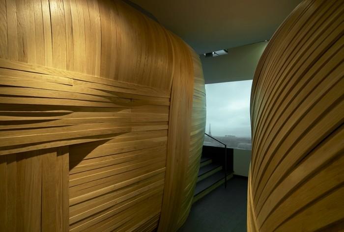 A parte externa dos cocoons, feitos com madeira brasileira trançada