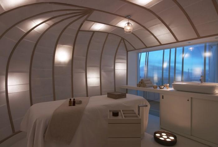 O interior da sala de massagem do spa Six Senses