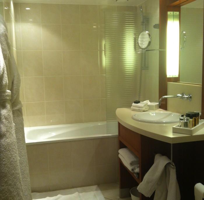 Banheiro do quarto da Maison Champs Elysées