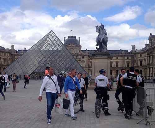 Governo tenta resolver problema de segurança em Paris