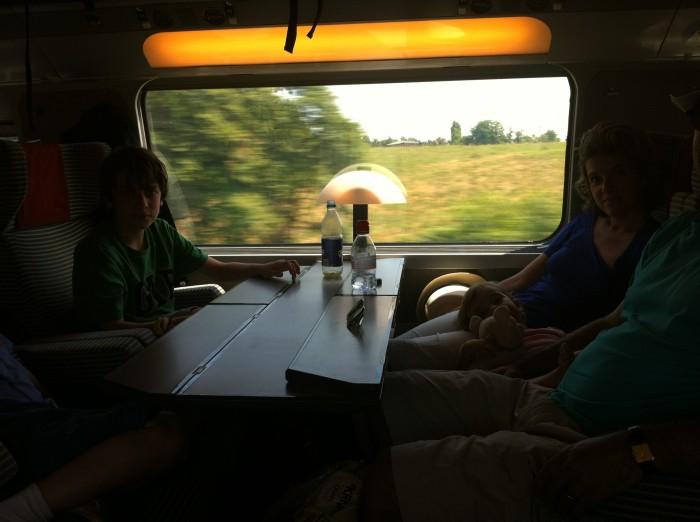 O interior de uma vagão do TGV
