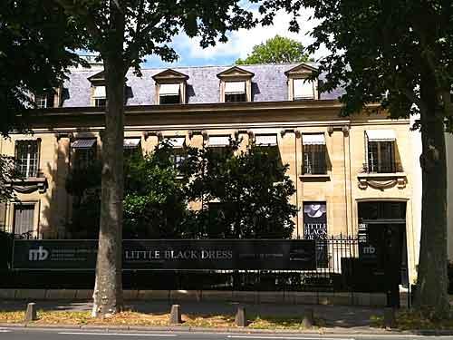 Instituto Mona Bismarck nas margens do Sena