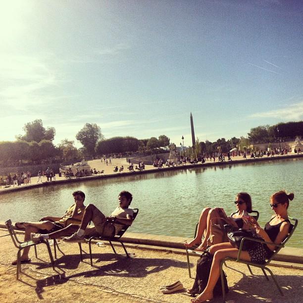 Quando o tempo está bom, as famosas cadeiras verdes são perfeitas para ler um livro, jogar conversa fora ou para se fazer nada