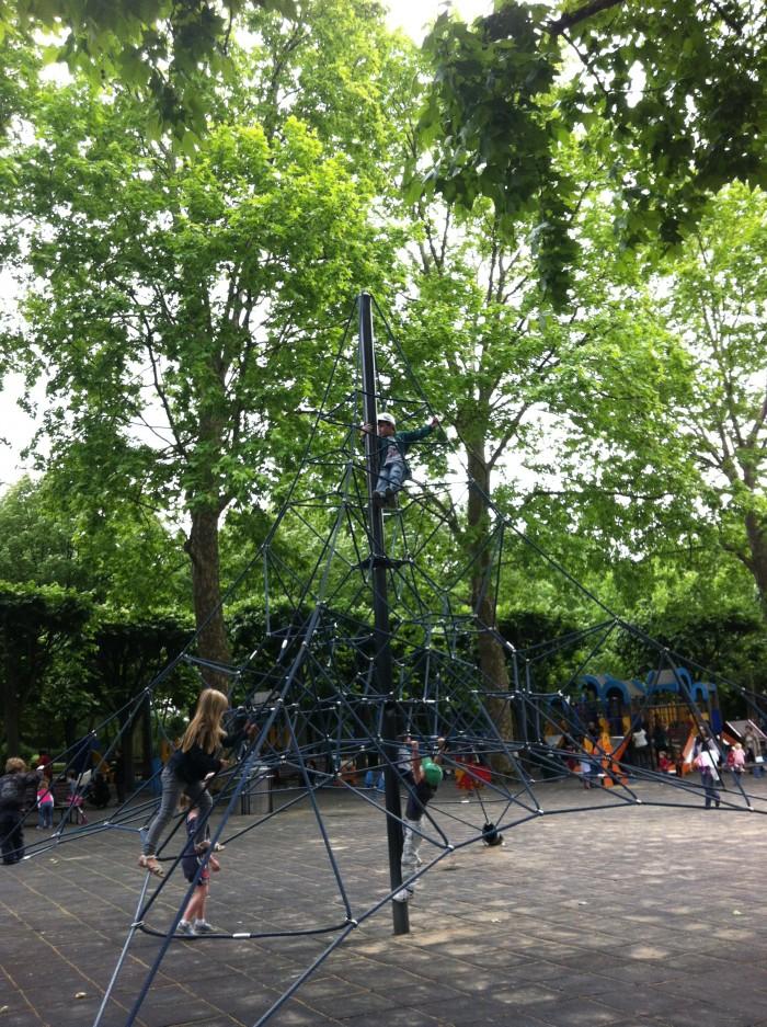 Brinquedo no Jardin de Luxembourg, em Paris