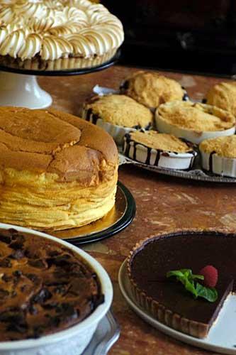 Saladas, tortas salgadas e doces