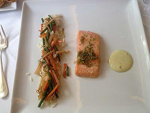 Saumon grillé, riz et legumes thai