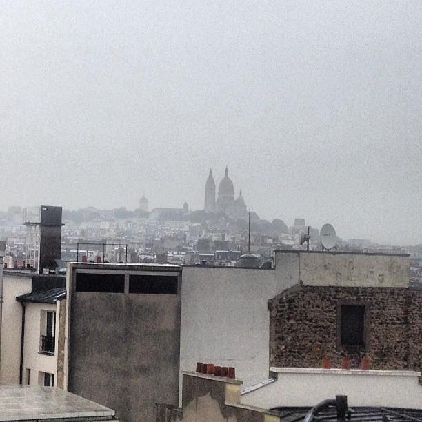 Um típico dia cinzento em Paris