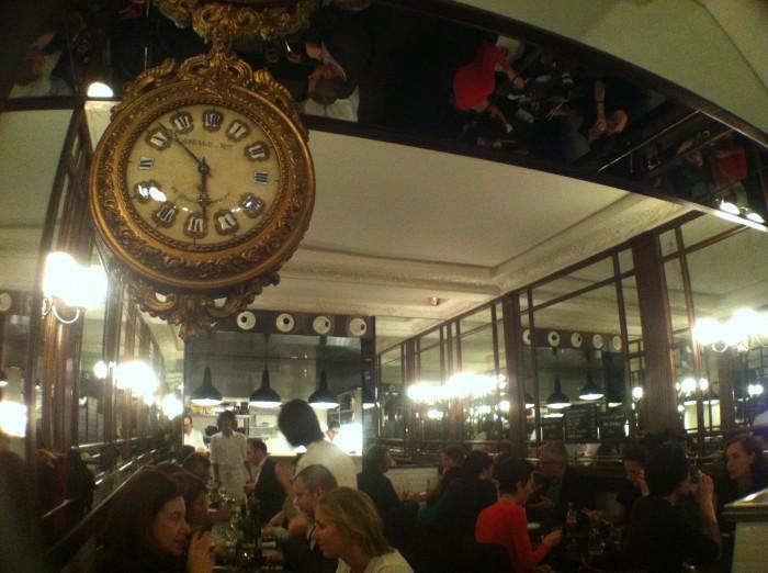 O salão do restaurante Kunitoraya 2