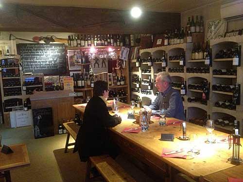 Excelentes vinhos e acompanhamentos gostosos