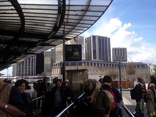 Fila de espera na Gare de Lyon