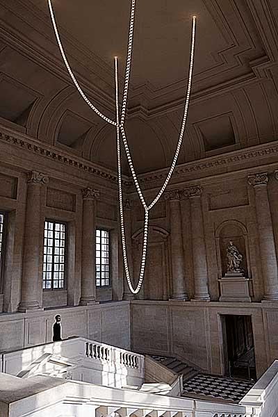 Novo lustre na escada Gabriel de Versailles
