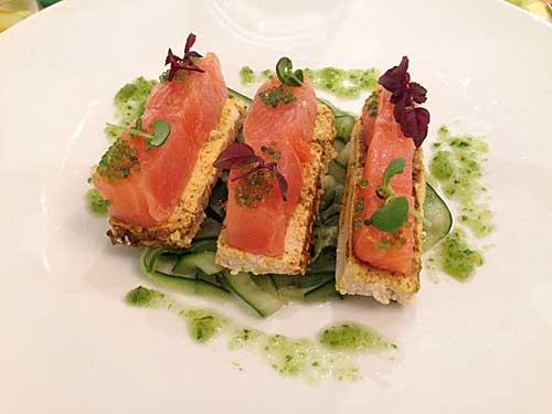 Saumon mariné, concombre, fleur d'oranger, tofu