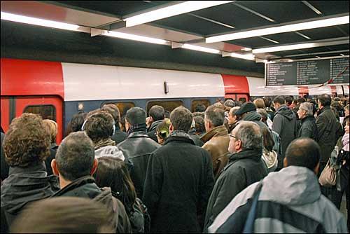 Plataforma embarque em dia de greve