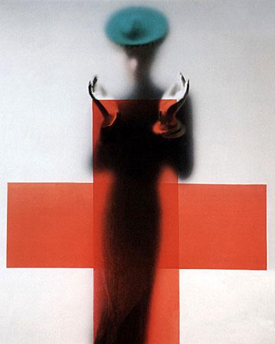 Erwin Blumenfeld (1897-1969)Vogueaméricain, mars 1945, couverture Opération pour soutenir le don du sang pour la Croix-Rouge Impression à jet d'encre d'après ektachrome original Archives Condé Nast, New York