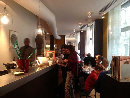 Recepção do Ze Kitchen Galerie