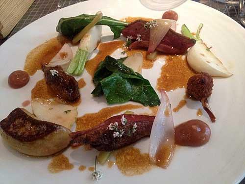 Pigeon grille, foie gras, tempero de rhubarbe et moutarde