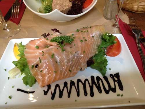Salada de salmão defumado: entrada
