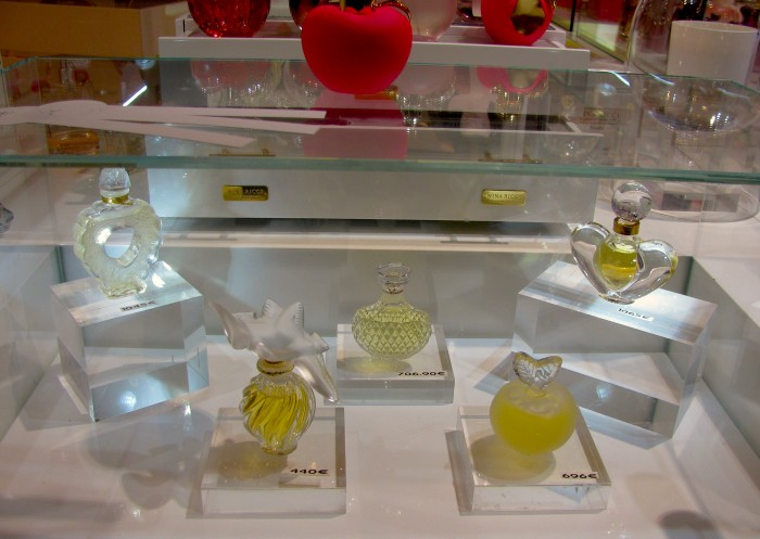 Ninna Ricci em frascos de cristal Lalique