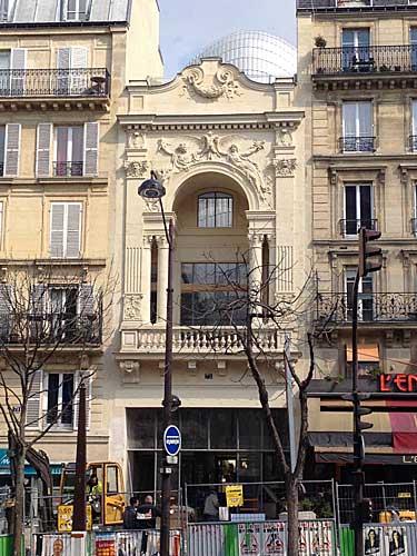 Fachada decorada por Rodin