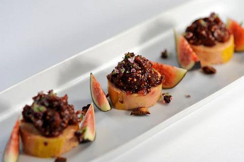 Foie gras, confiture de figue, poivre