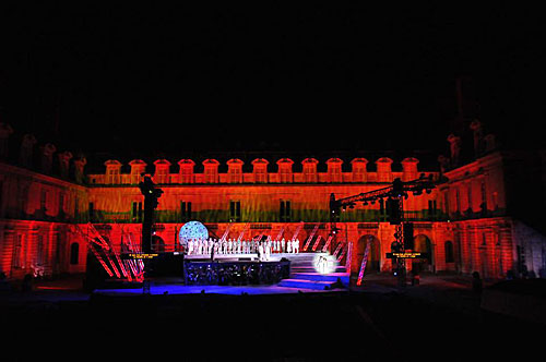 Espetáculo diante do Castelo de Fontainebleau