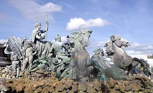 Esculturas da Place Quinconces