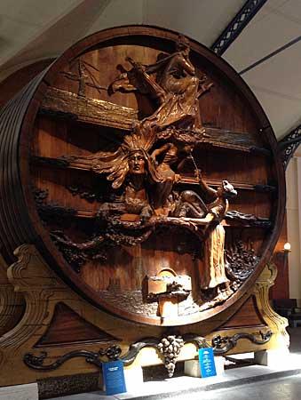 Enorme tonel de madeira.Foto:Cláudia Gonçalves de Sousa
