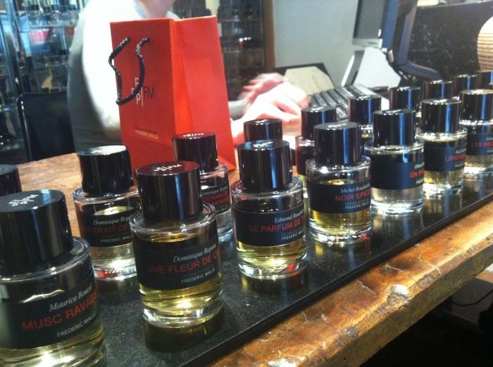Os frascos padronizados dos perfumes