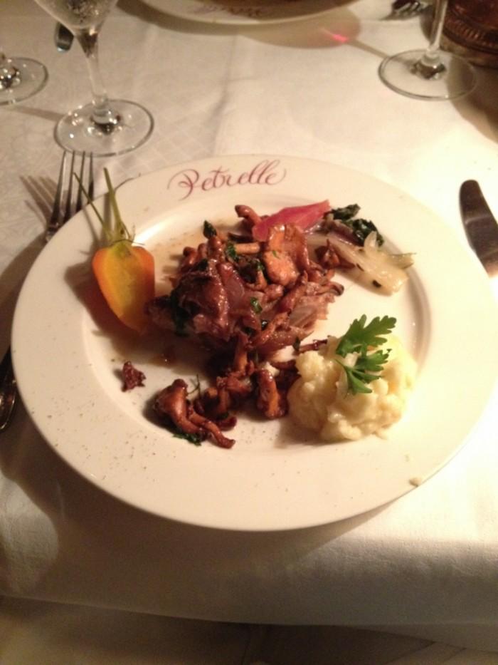 No cardápio, pratos típicos da culinária francesa
