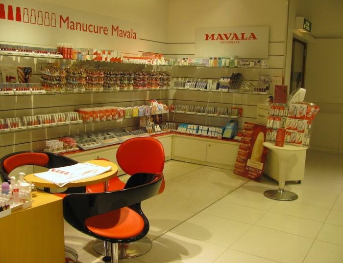 Serviços de manicure à la brasileira dentro da Galeries Lafayette